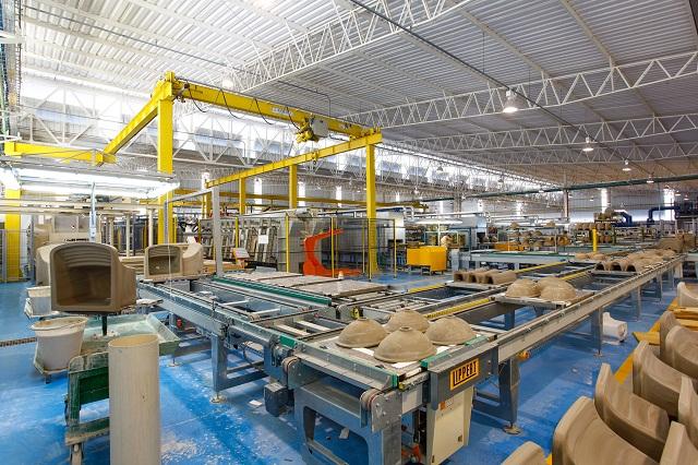 Com investimentos de 40 milh es grupo espanhol inaugura for Fabrica de sanitarios roca